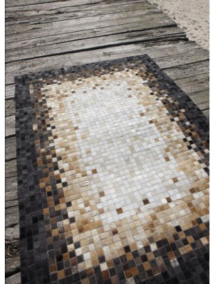 http://www.commodeetconsole.com/1351-thickbox_default/tapis-cuir-peau-peaux-noir-marron-blanc.jpg