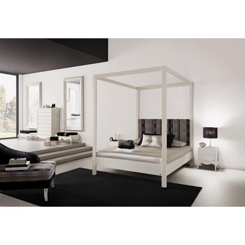 Chambre adulte de luxe baldaquin blanche et noire avec chaise longue et miroir for Lit baldaquin luxe
